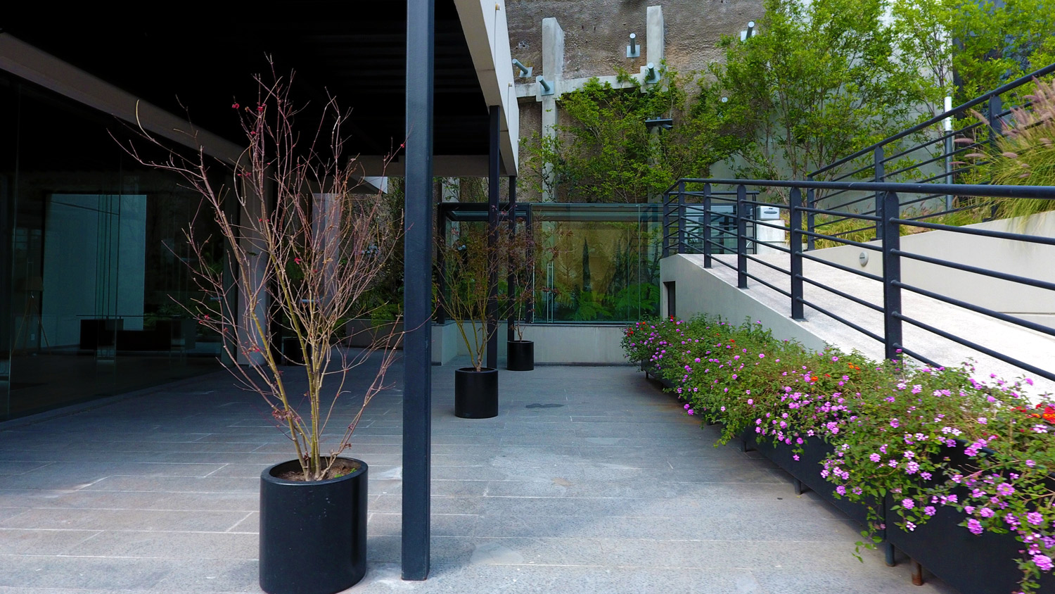 lantana-patio-gallery-slider